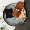 Pochette en cuir par Gregory Capel atelier de maroquinerie Lille